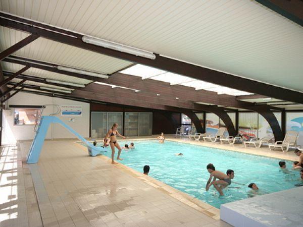 Piscines du camping abri de camargue for Camping en camargue avec piscine